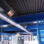Vrata průmyslové budovy zvenčí se vzduchovou clonou od Schwanku.